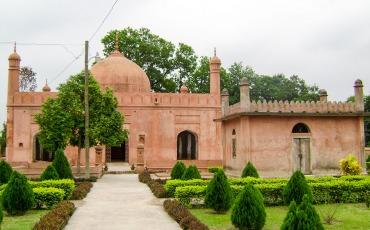 শাহ্ নেয়ামত উল্লাহর মাজার চাঁপাইনবাবগঞ্জ