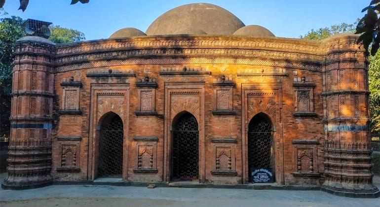 খনিয়াদিঘি মসজিদ চাঁপাইনবাবগঞ্জ