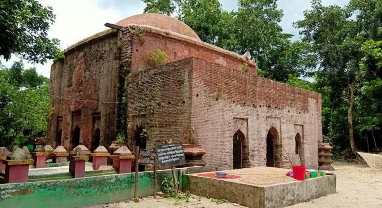 মজিদবাড়িয়া শাহী মসজিদ পটুয়াখালী