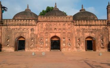 তিন গম্বুজ মসজিদ চাঁপাইনবাবগঞ্জ